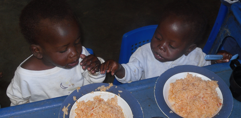 Jacinto (left) Mysterio (right) insisting on eating from the same plate, rather than their own.